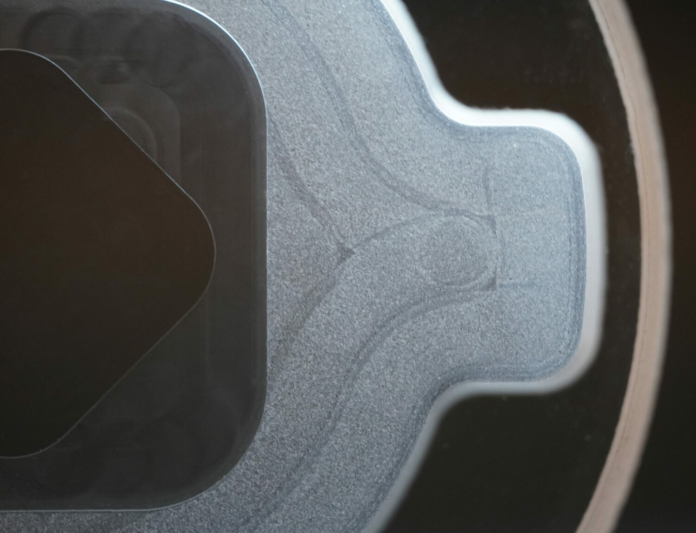 Verschiedenste Oberflächen in einem Glasbauteil